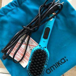 Amika Mini Straightening Brush